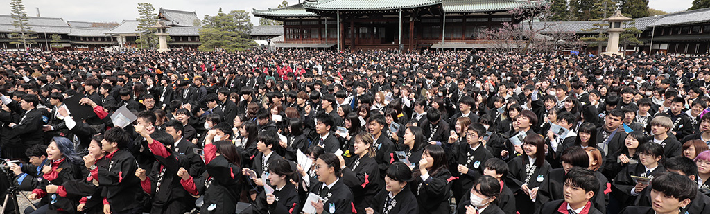 Over 4,500 Gather in the Home of the Parent for Students' Pilgrimage to Jiba