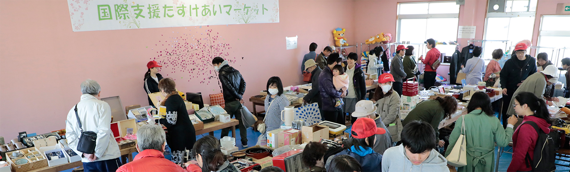 (English) Annual Charity Bazaar Held